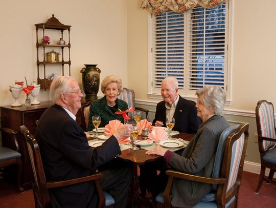 Stonegates residents dine in style in Greenville.