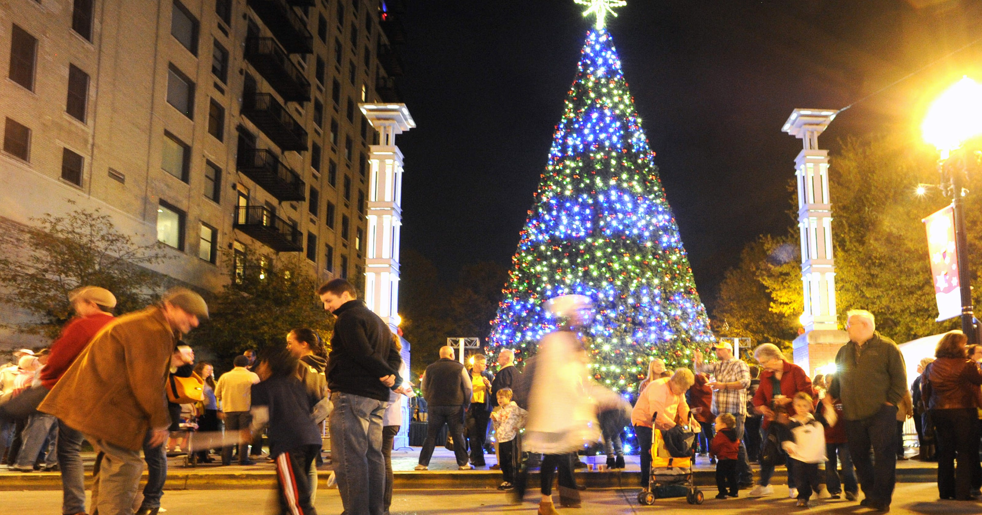 Celebration of Lights begins \'Christmas in the City\'