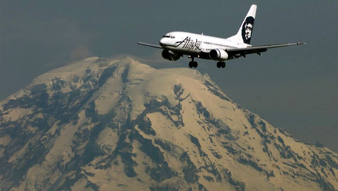 KRT BUSINESS STORY SLUGGED: ALASKAAIR-2 KRT PHOTOGRAPH BY STEVE RINGMAN/SEATTLE TIMES (KRT3 - July 13) Executives and most aviation industry Alaska Airlines will survive despite its multitude of problems. Here one of its aircraft prepares to land at Seattle-Tacoma International Airport with Mt. Rainier in the background. (SE) AP PL KD 2000 (Horiz) (mvw) -- NO MAGS NO SALES --