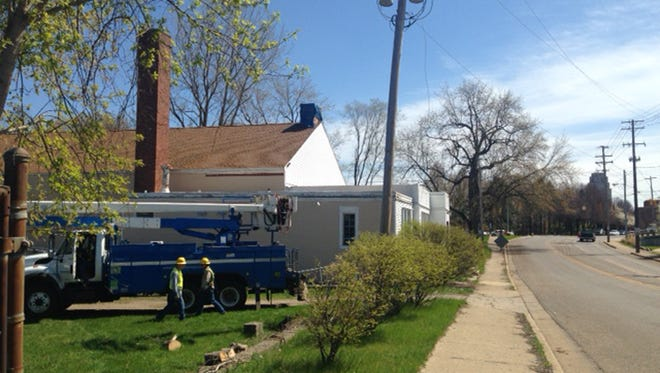 Consumers Energy crews were working to restore power to downtown Battle Creek this afternoon. Just east of Washington Avenue on Hamblin Avenue, they found a power pole had apparently been struck by a vehicle, cause damage to a primary power line.