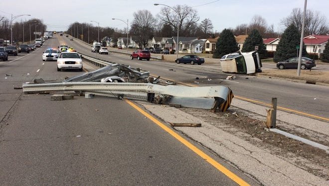 A single-vehicle crash on the Lloyd Expressway on the city's West Side stopped traffic on Tuesday morning.