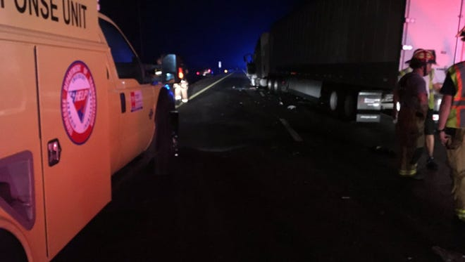 A wreck involving multiple vehicles closed eastbound Interstate 40 in Cheatham County on Wednesday night.