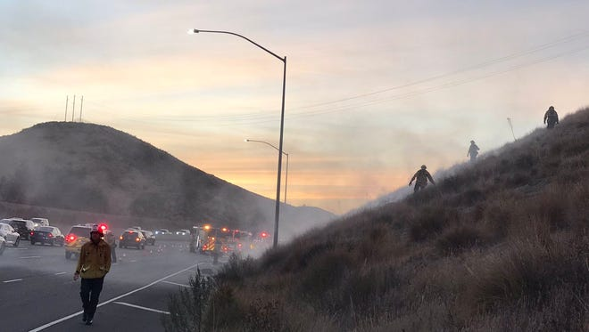 A small fire was reported along westbound Highway 118 in Simi Valley Monday afternoon.