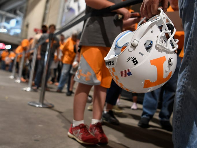 UT fans wait to get the autograph of head football