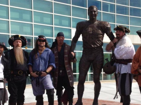 Bart Starr is popular even among pirates.