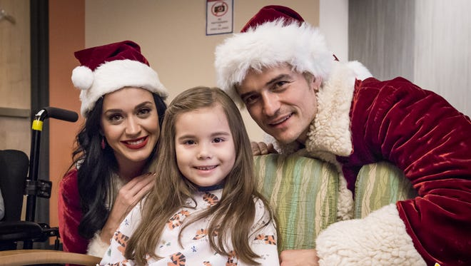 Katy Perry and Orlando Bloom pose with a patient at Children's Hospital Los Angeles.