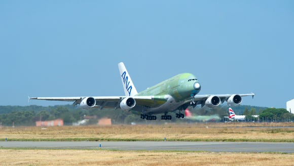 A new Airbus A380, the first one that will go to Japanese