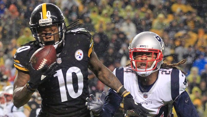 Pittsburgh Steelers wide receiver Martavis Bryant (10) catches a touchdown against the defense of New England Patriots cornerback Stephon Gilmore (24) during the second quarter at Heinz Field.