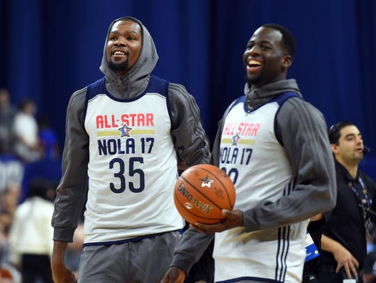 Golden State Warriors forwards Kevin Durant (35) and