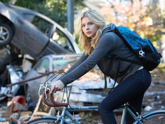 Cassie (Chloë Grace Moretz) and mankind face a new