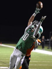 Novi's Ryan Welch (10) can't corrall this pass against