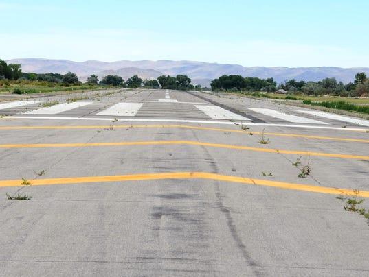 -Yer airport runway 2.jpg_20140701.jpg