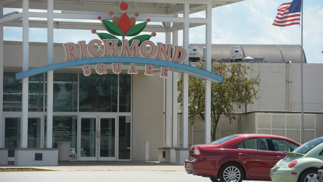 The entrance of the Richmond Square Mall.