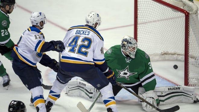 Blues center David Backes (42) scores the game-winning goal against Stars goalie Antti Niemi (31) in overtime.