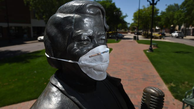 A prankster put a mask on the James Brown statue because of the coronavirus in downtown Augusta, Ga., Monday afternoon April 13, 2020. [MICHAEL HOLAHAN/THE AUGUSTA CHRONICLE] \r\r