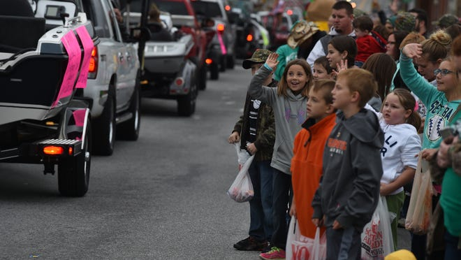 Kids gather along the Turkey Trot parade route on Saturday morning. After a slow start to the festival due to heavy rain Friday, thousands converged on Yellville for the final day of activities.