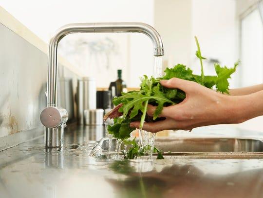 Leafy greens contain B6 vitamins.