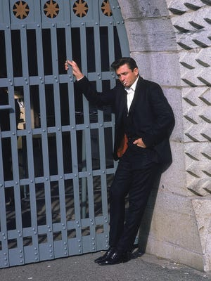 Country singer Johnny Cash poses outside the Folsom Prison in California on January 13, 1968.
