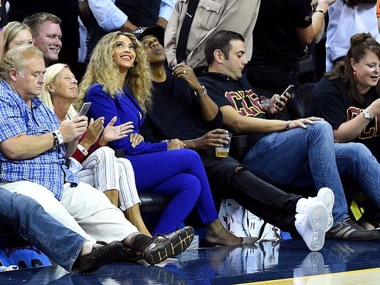 Report: Beyonce wants stake in Houston Rockets