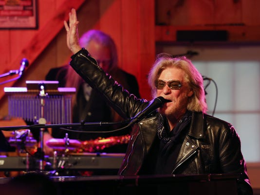 Daryl hall on hall and oates dutchess im a local boy hall and oates with train m4hsunfo