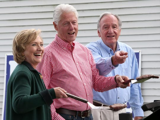 Hillary and Bill Clinton at Sen. Tom Harkin's final