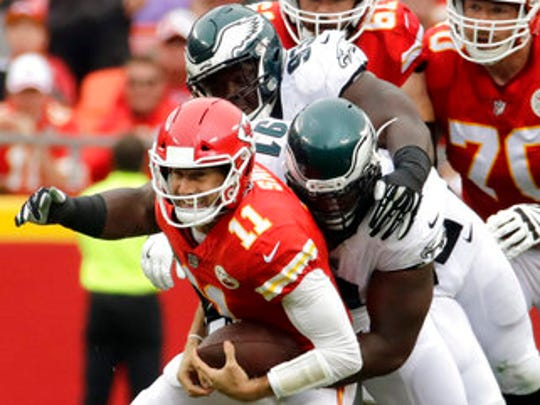 Eagles defensive tackles Fletcher Cox (91) and Tim Jernigan (93) sack Chiefs quarterback Alex Smith (11) on Sunday.