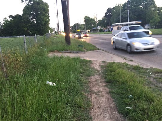 Many areas along University Avenue don't have sidewalks,