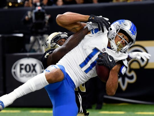 Lions receiver Marvin Jones pulls in a one-handed touchdown