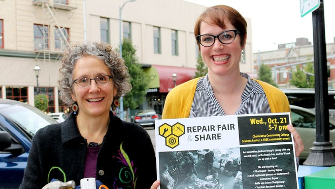 Meg Rowe, left, and Jessica Ramey came by to promote the Repair Fair Share event, during the Statesman Journal's Holding Court at the Court Street Dairy Lunch in Salem on Tuesday, Sept. 15, 2015.