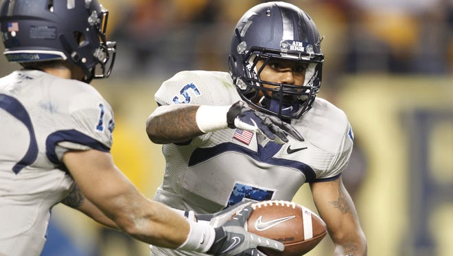 Old Dominion wide receiver Antonio Vaughan (5) takes a handoff from quarterback Taylor Heinicke (14) in a game last season.