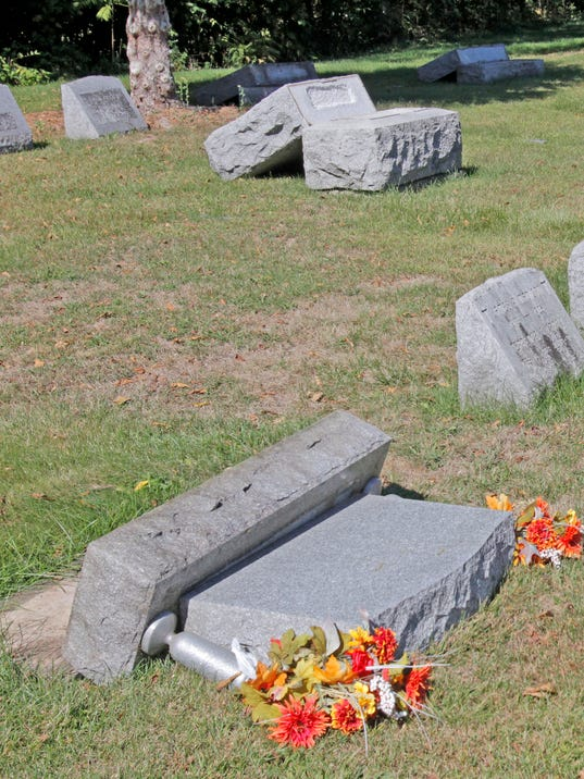 635786016687831344-ELM-092315-cemetery-reward-rf