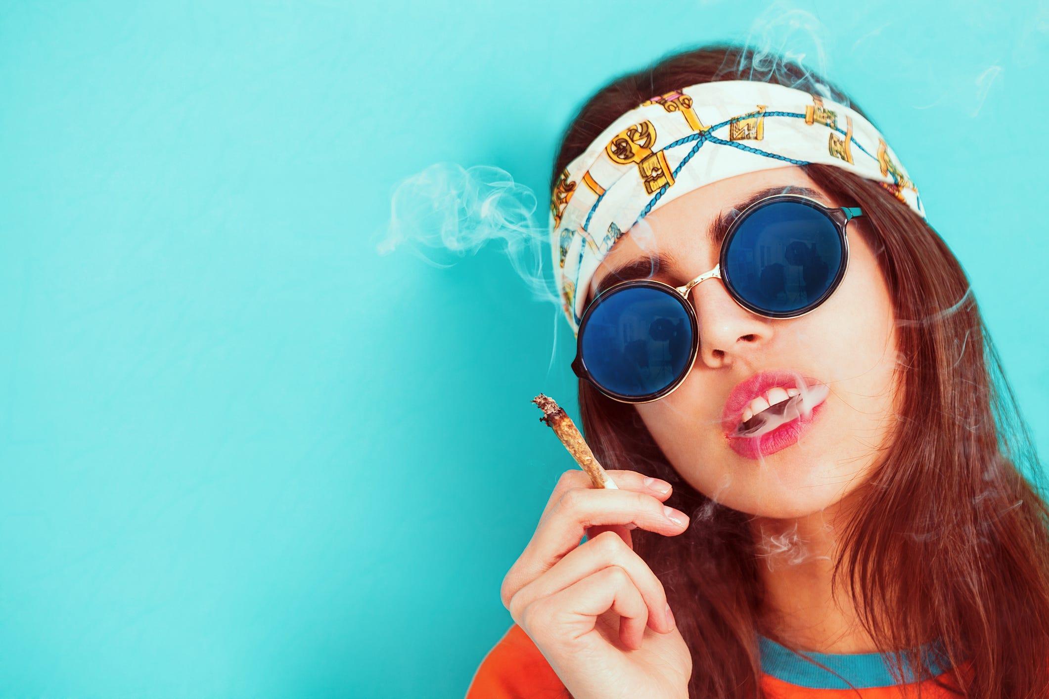 Everyday Weed Someone Hookup Smokes Who