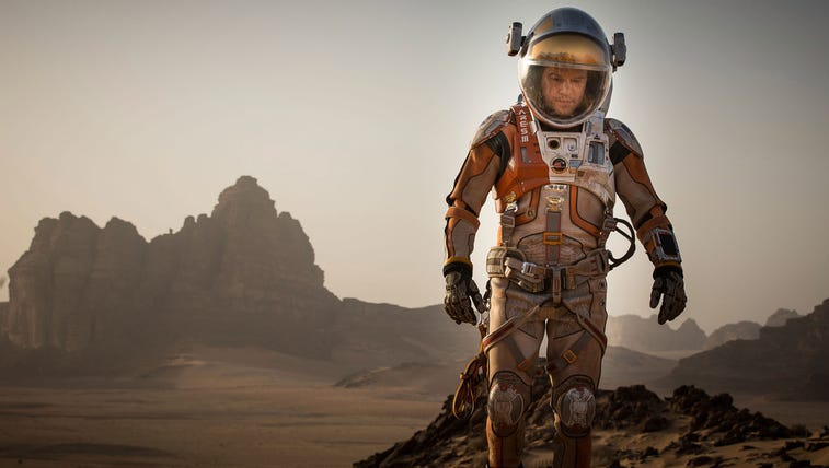 Matt Damon relies on science to stay alive in 'The