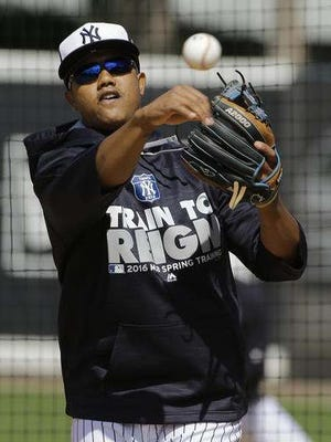 New York Yankees Starlin Castro throws the ball during infield drills at a spring training baseball workout Thursday, Feb. 25, 2016, in Tampa, Fla.