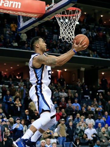Memphis Grizzlies guard Courtney Lee scores the game-winning