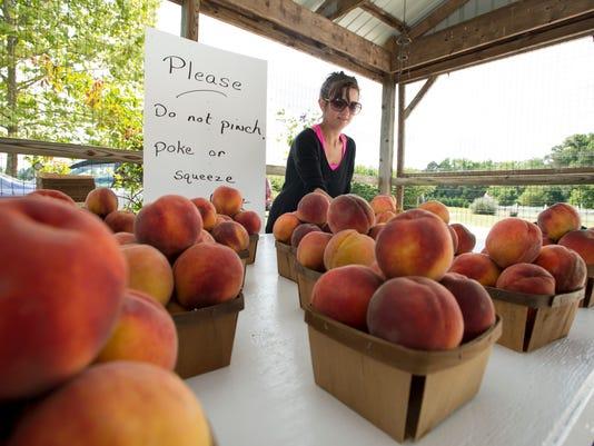 le- peaches 9835.jpg