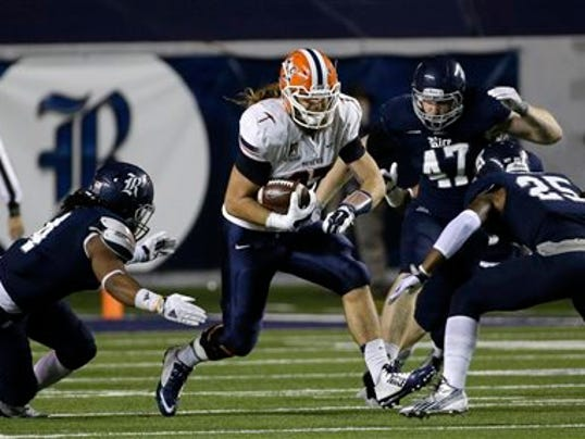 UTEP tight end Eric Tomlinson, center, catches a pass for a first down as Rice's Jaylon Finner (25) and Alex Lyons, left, defend during the second quarter of an NCAA college football game Friday, Nov. 21, 2014, in Houston. (AP Photo/David J. Phillip)