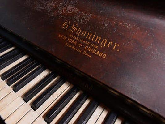 635810340258625470-Piano
