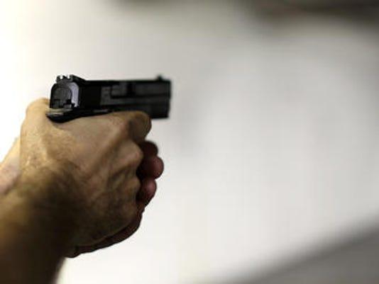 635519904690172216-gun