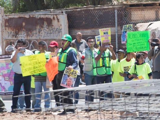 """Protestors in Mexico shout """"no al muro"""" ('no wall"""")"""