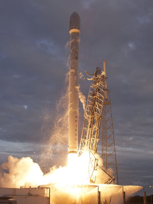 Falcon9_Thaicom6_LaunchPadClose.jpg