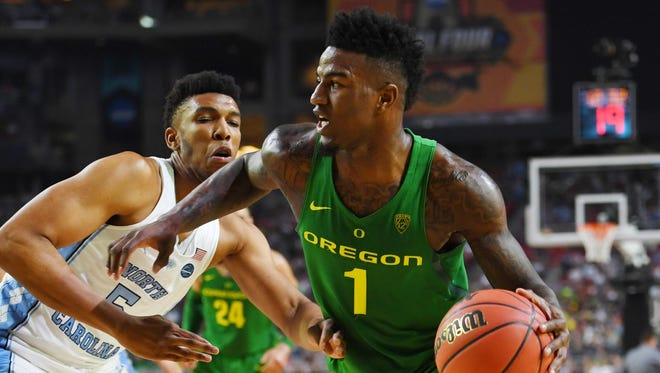Apr 1, 2017; Glendale, AZ, USA; Oregon Ducks forward Jordan Bell (1) dribbles the ball against North Carolina Tar Heels forward Tony Bradley (5) in the semifinals of the 2017 NCAA Men's Final Four at University of Phoenix Stadium. Mandatory Credit: Bob Donnan-USA TODAY Sports