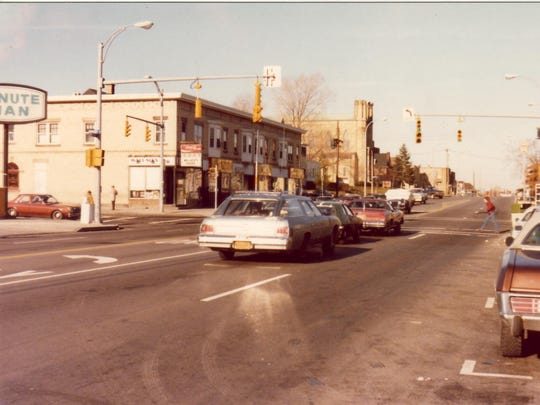 The building on the left was Wallace's, which closed in 1982.