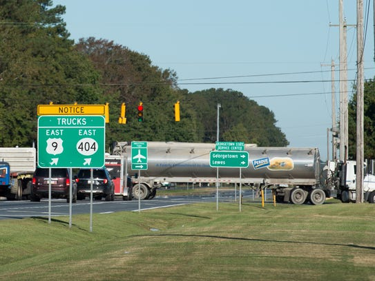 Notice for truck drivers for their truck route at the