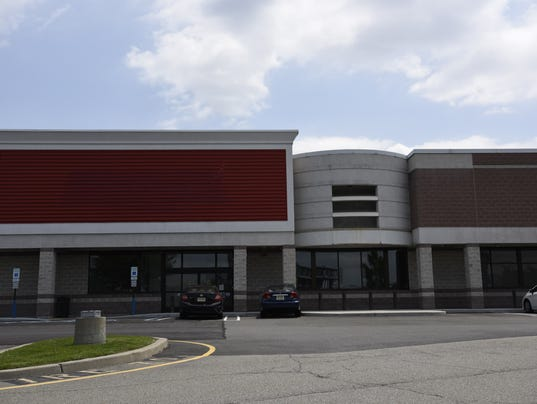 HMart leases old Staples space