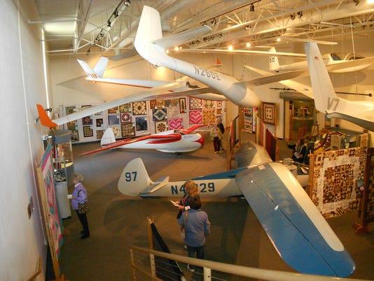 636281178151957735-many-gliders.jpg