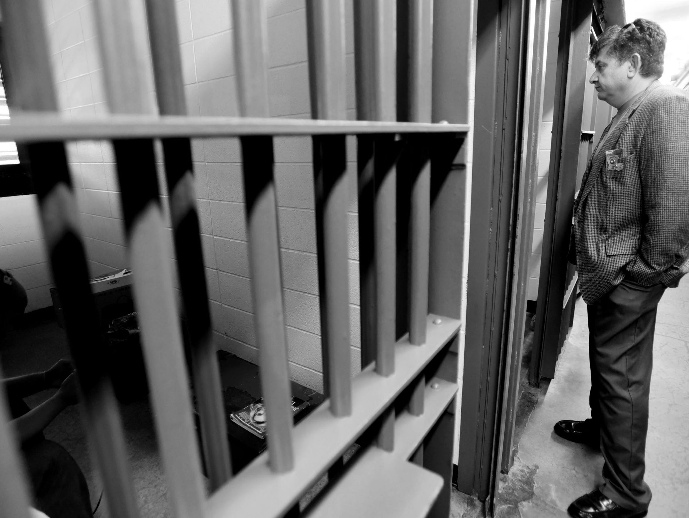 Warden Jerry Goodwin converses with an inmate who is