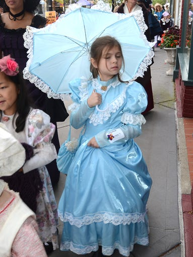 JOHN HEIDER | STAFF PHOTOGRAPHER  Libby Morante, and other Amerman Elementary School kids and staff, head in to Genitti's on Sept. 12 to hear some olde fashion songs by Northville High's Treble Makers and Backbeat. The group was beginning the town's annual Victorian Festival in the proper garb and manner.