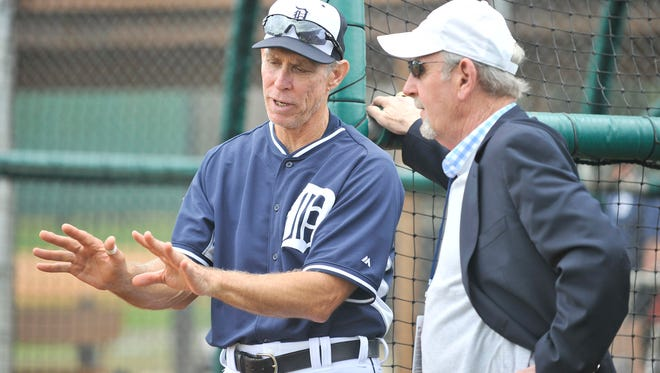 Alan Trammell talks with former Tigers manager Jim Leyland in March of 2015 in Lakeland, Florida.