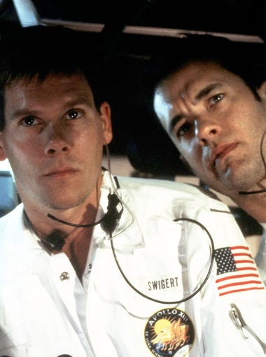 NASA races to save the crew of the Apollo 13 (played by Bill Paxton, Kevin Bacon and Tom Hanks) after an explosion on board their spacecraft.